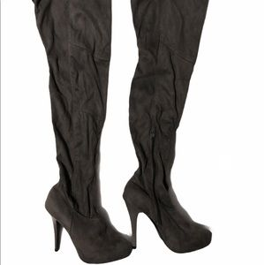 NWOT Qupid gray faux suede knee high stiletto boot